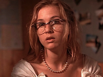 Renee Zellweger as Jenny, before she became America's sweetheart. The glasses are supposed to serve as an informative character device...